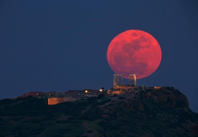 Temple of Poseidon at Sounio moon Greece